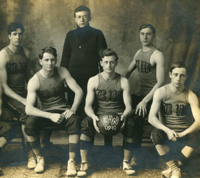 The+first+merged+Baldwin+University+and+German+Wallace+College+basketball+team+of+1909-1910%2C+several+years+before+the+schools+officially+united.