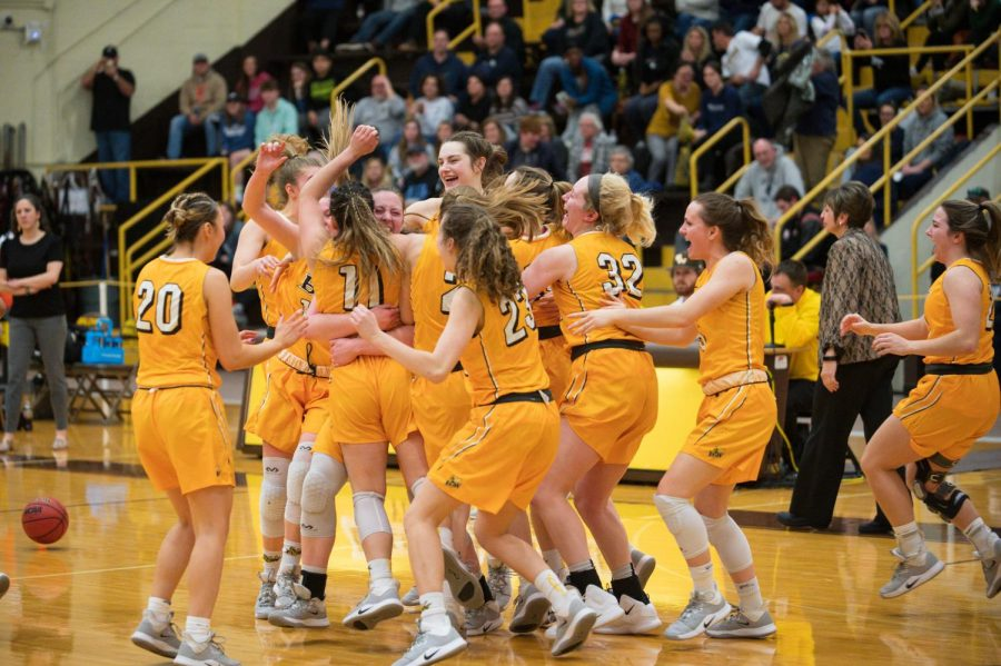 Yellow Jackets Sweep OAC Trophies for First Time Since 2008